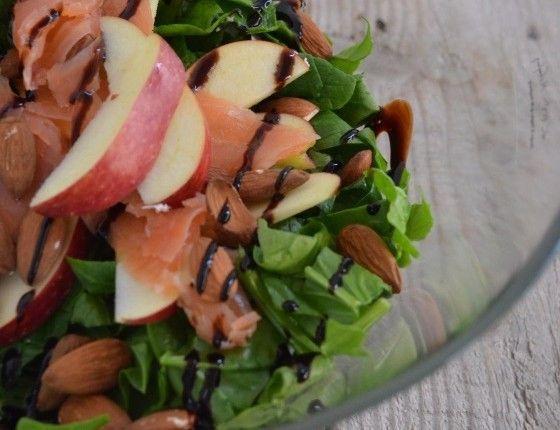 spinach smoked salmon almond apple salade recipe winter cool artisan γαβριηλ νικολαιδης