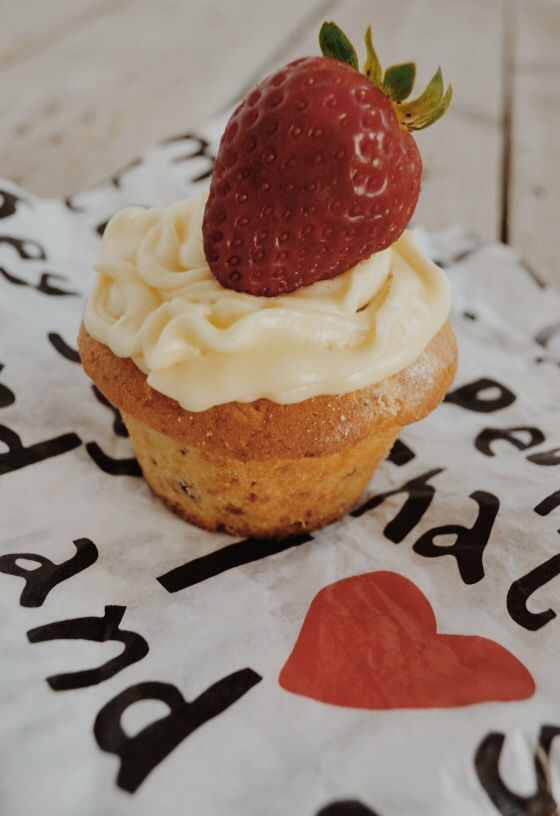Valentine's day recipe Strawberry cupcakes καπκεικ φράουλα Αγίου Βαλεντίνου συνταγή cool artisan Γαβριήλ Νικολαιδης