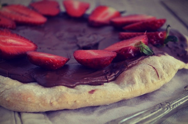 Nutella Strawberry Pizza, recipe, chocolate, easy ,simple , πίτσα με νουτέλα, πραλίνα φουντουκιού, σοκολάτα, cool artisan, Γαβριήλ Νικολαίδης