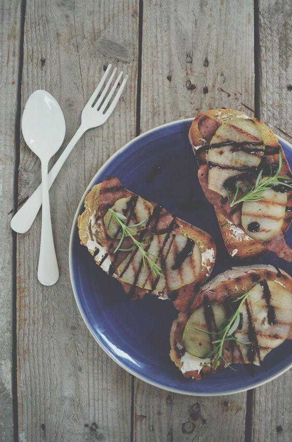 Pear, goat cheese, sausage, Bruschetta , recipe, cool artisan, Γαβριήλ Νικολαιδης