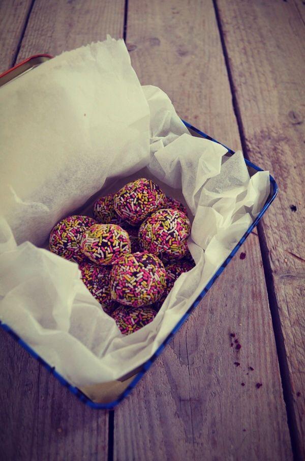 Rainbow truffles (just 3 ingredients), recipe, 3 ingredients συνταγή, τρουφες σοκολάτας, απλές, γρήγορες, 3 υλικά, Γαβριήλ Νικολαιδης, cool artisan