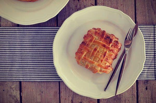 salmon wellington, σολομός σε φύλλο σφολιάτας, κρεμμύδι, μουστάρδα, μπαλσάμικο, μανιτάρια.jpg