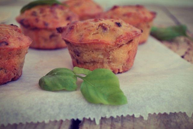 Basil and Leek Muffins, recipe, easy fast, simple, feta cheese, olive oil, συνταγή , μάφινς, πράσο, βασιλικός, Γαβριήλ Νικολαίδης, cool artisan