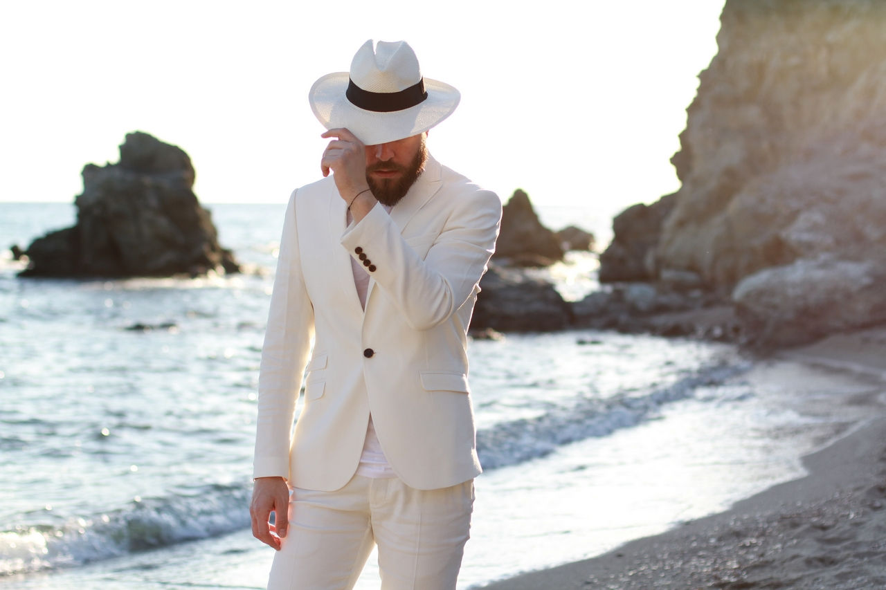 Street Style Man Fashion Blogger Beach White Suit Panama Hat