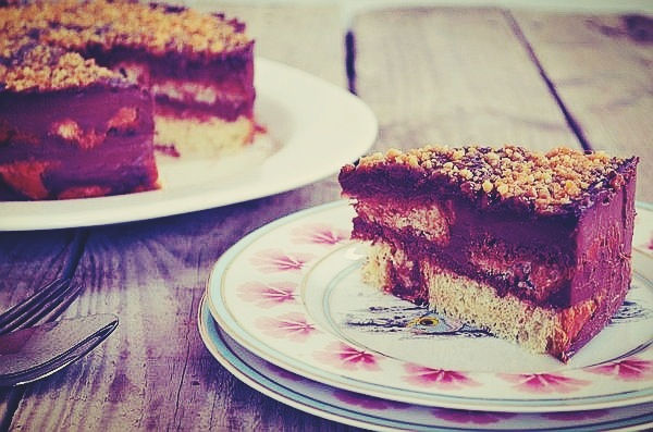Chocolate cake with tsoureki, συνταγή, τούρτα σοκολάτα, τσουρέκι, εύκολη, γρήγορη, απλή, κρέμα γάλακτος, σιρόπι λικέρ, στέλιος παρλιαρος, stelios parliaros, cool artisan, Γαβριήλ Νικολάιδης