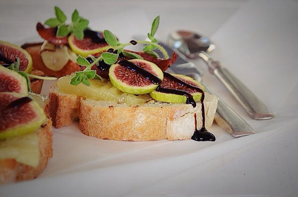 fig, crostini, recipe, inspiration, cheese, sausage, balsamic, μπρουσκέτες, σύκο, λουκάνικο, τυρί, συνταγή, απλή fig, crostini, recipe, inspiration, cheese, sausage, balsamic, μπρουσκέτες, σύκο, λουκάνικο, τυρί, συνταγή, απλή