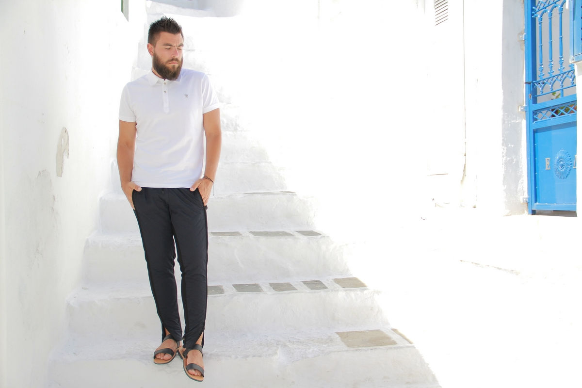 man fashion blogger, guy, style, street, white polo T-shirt, Diesel, blue pants, guy blog, cool artisan, Γαβριήλ Νικολαΐδης