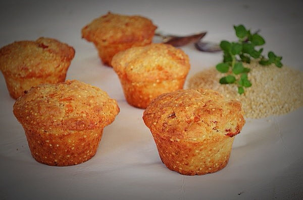 Quinoa Flakes, Cheese and Red Peppers Muffins Recipe, gruyere, συνταγή, μάφινς, φέτα, κινόα, γραβιέρα, κόκκινη πιπεριά, συνταγή, cool artisan