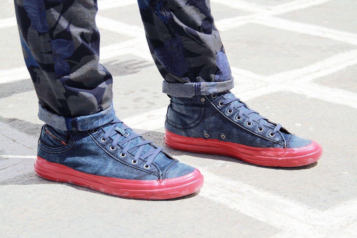 street style, man, guy, fashion blog, fashion blogger, floral, denim, pants, diesel shoes, white shirt, cardigan, topman, Zara, cool aertisan, Γαβριήλ Νικολαΐδης
