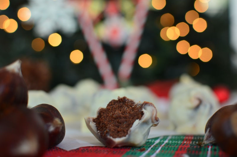 Christmas Chocolate Chestnut Truffles Recipe, white chocolate, easy, simple, food photography, best food blog 2014, τρουφάκια με κάστανο, συνταγή, σοκολάτα, μαύρη, λευκή, cool artisan, Γαβριήλ Νικολαϊδης