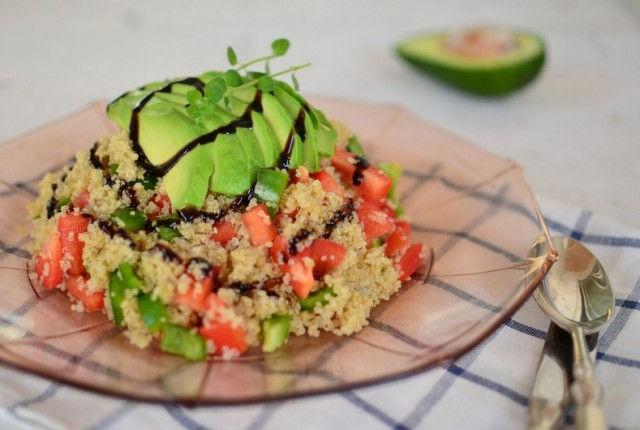 avocado, salad, quinoa, lemon, vegan, σαλάτα, κινόα, αβοκάντο, πιπεριές, βίγκαν, cool artisan, Γαβριήλ Νικολαΐδης, food blog, food photography