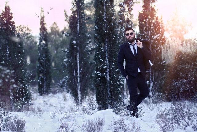 man street style, snow, fashion blogger, mountain, suit, white crisp shirt, H&M, Diesel, Calzedonia, Zara,photography, trends, 2015, business wear, low temperatures, cold,cool artisan, Γαβριήλ Νικολαΐδης