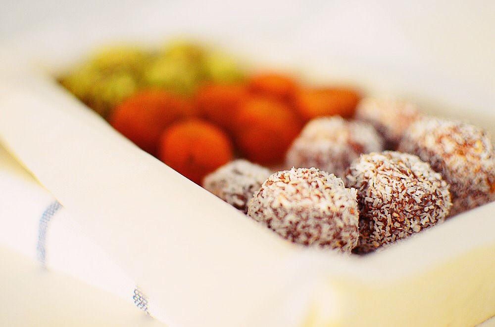 Tahini - Chocolate Rainbow Truffles, dark chocolate, rum,peanut, sweet paprika, coconut, τρουφάκια, σοκολάτα, ταχίνι, ρούμι, φυστίκι, πάπρικα, καρύδα, συνταγή, δυο υλικά, απλή, γρήγορη, εύκολη