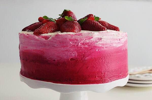 strawberry, cake, cream cheese, ombre, wedding cake, spring, recipe, sponge cake, τούρτα γάμου, συνταγή, φράουλα, τυρι κρέμα, παντεσπάνι,ροζ όμπρε, Γαβριήλ Νικολαΐδης, cool artisan 3