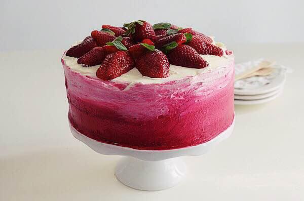 strawberry, cake, cream cheese, ombre, wedding cake, spring, recipe, sponge cake, τούρτα γάμου, συνταγή, φράουλα, τυρι κρέμα, παντεσπάνι,ροζ όμπρε, Γαβριήλ Νικολαΐδης, cool artisan  2