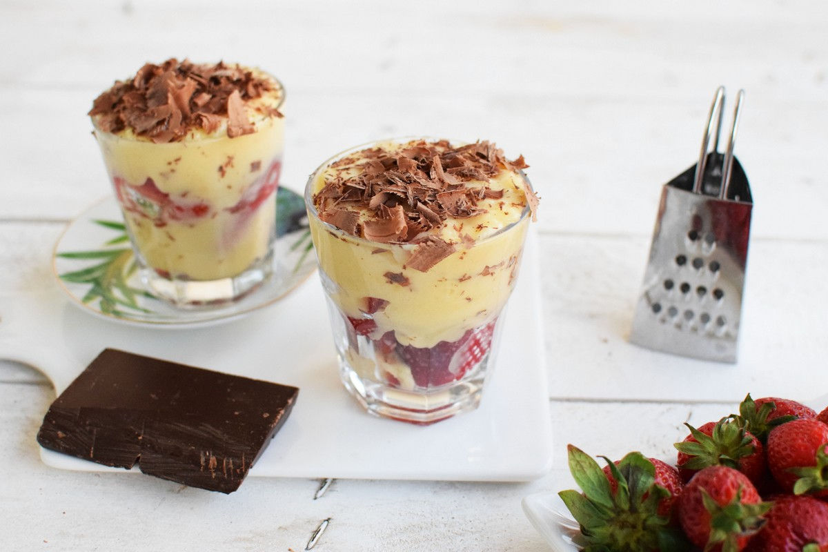 mastic, cream, chocolate, strawberries, recipe