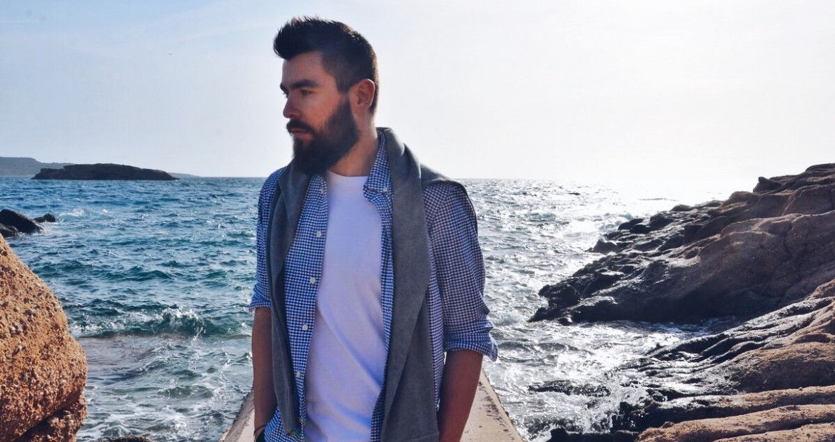mens fashion, street style, summer, 2016, trends, man style, white T-shirt, mr porter, topman, gap, vacation, blue chinoc, how to style, TOMS, beard guy, resort, sea, beach, zara, topman, asos