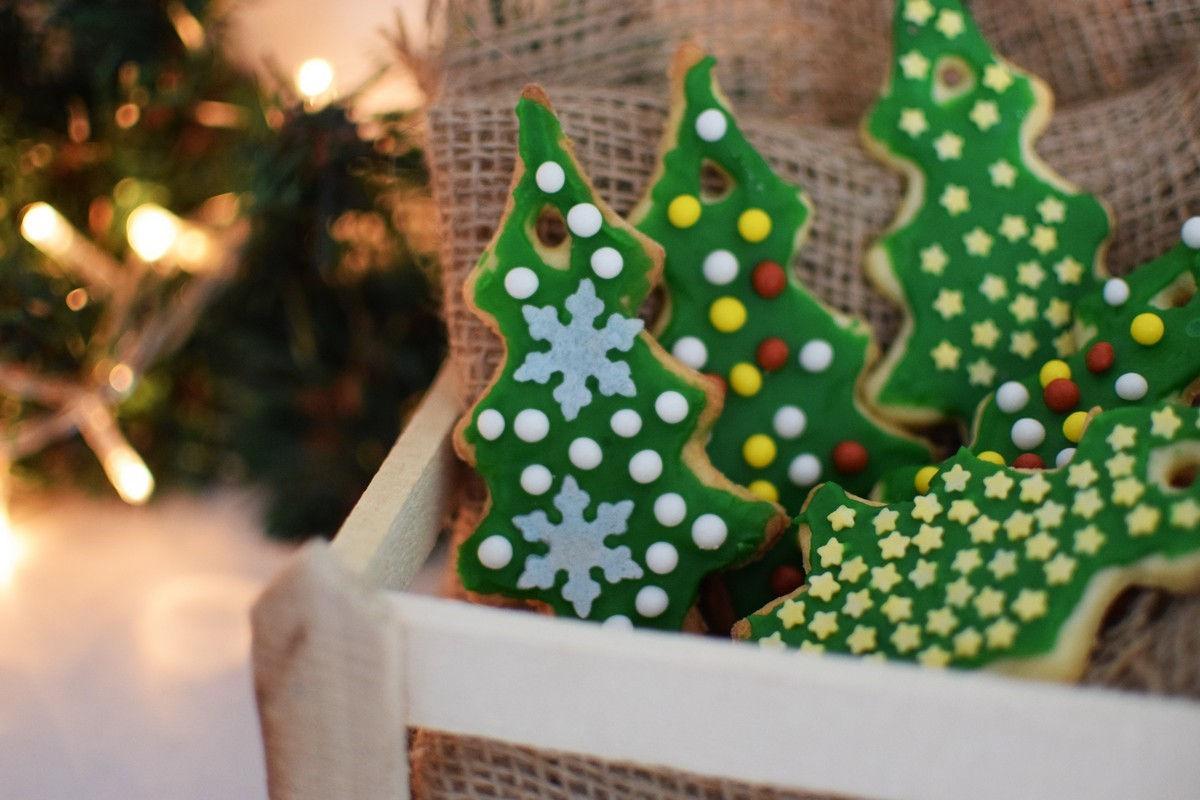 How to make Christmas Cookies to hang on the Tree