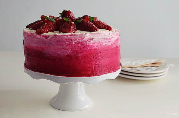 strawberry-cake-cream-cheese-ombre-wedding-cake-spring-recipe-sponge-cake (1)