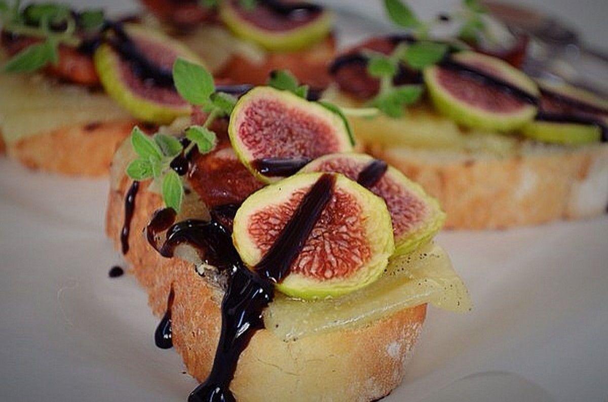 fig-crostini-recipe-inspiration-cheese-sausage-balsamic-cebccf80cf81cebfcf85cf83cebaceadcf84ceb5cf82-cf83cf8dcebacebf-cebbcebfcf85cebaceaccebdceb9
